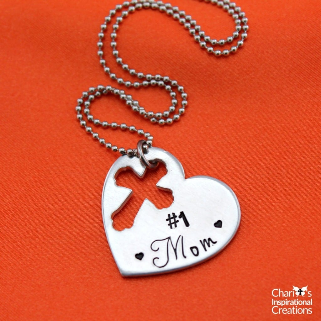 #1 Mom heart necklace