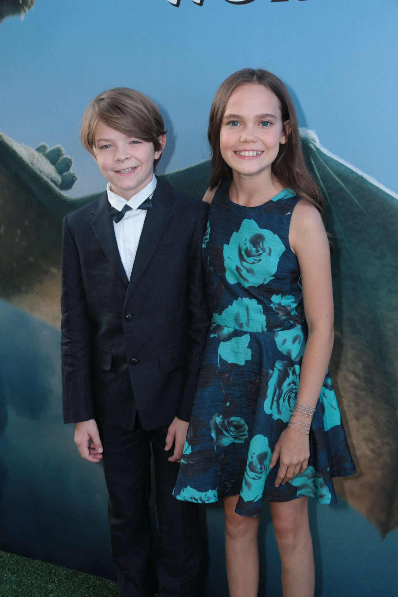 Interview With Pete S Dragon Stars Oakes Fegley Amp Oona