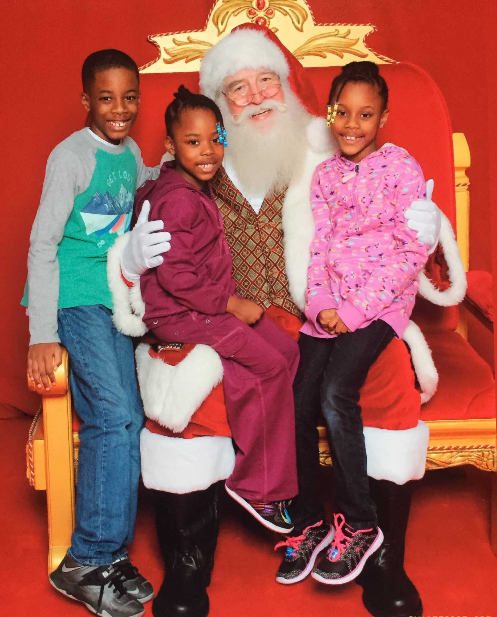 kids-and-santa-momsncharge
